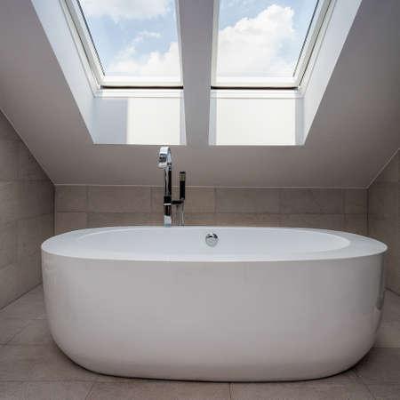 urban apartment: Urban apartment - modern bath in the modern attic