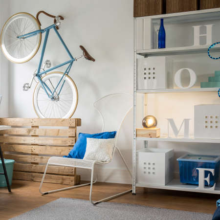 roomy: Spacious and light studio flat for young person