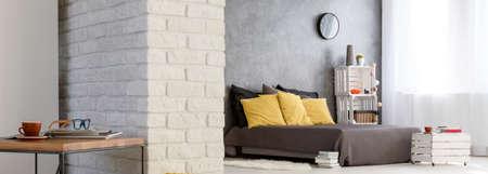 Panoramisch beeld van een gezellig modern appartement