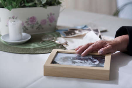 to grieve: Elderly lady missing her dead husband