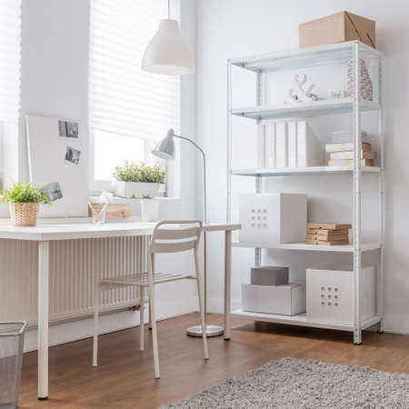 home office: White minimalist design in modern home office