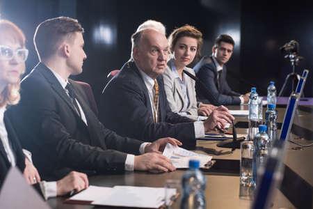 Business people attending seminar, debate or conference Stockfoto