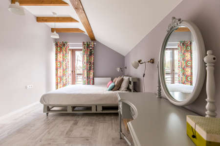 kingsize: Shot of a spacious bedroom with a king-size bed and a mirror