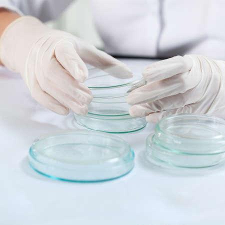 mandil: Científico antes de realizar el experimento en el laboratorio, horizontal