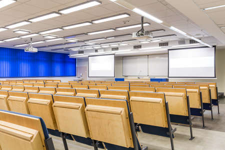 Lecture hall with shaded windows and projection screens Imagens