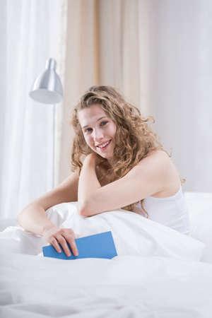 Фото женщин в ночных рубашках в постели фото 400-892