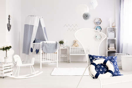 Baby Slaapkamer Decoratie : Goede ideeën voor unisex baby babykamer arrangement royalty vrije