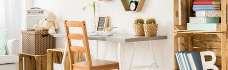 boite carton: Panoramic close-up of a desk space in a very bright teenagers room arranged in natural colours and materials