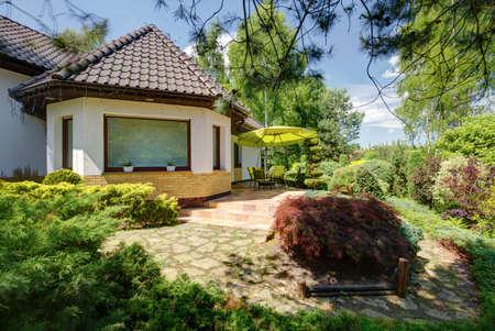 Elegant contemporary house with big backyard garden