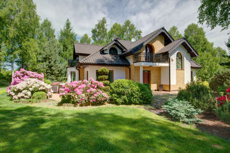 Modern detached house with beautiful garden