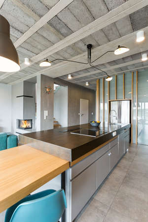 open plan: Spacious apartment in an industrial style with an open plan kitchen