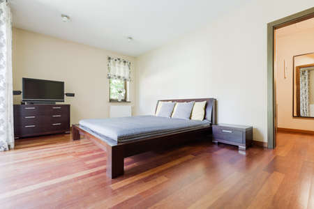 kingsize: Shot of a king-size bed in a modern spacious bedroom