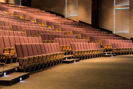 Frammento di un auditorium di una moderna sala conferenze Archivio Fotografico - 60366200
