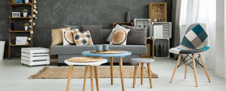 table decoration: Set of round coffee tables with straw mats in a creatively furnished studio flat