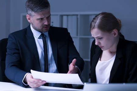 Mobbing w stanowiskach pracy bossy przedsiębiorcy i pracownicy, Zdjęcie Seryjne