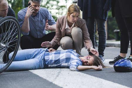 救急・事故犠牲者を曲げて女性を呼び出して男