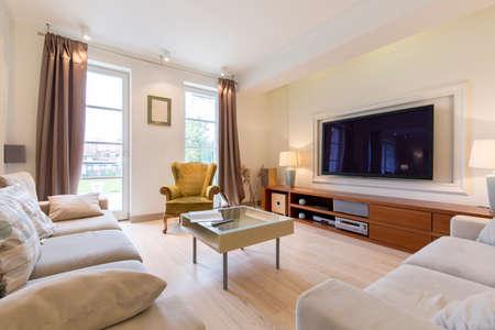 #61115087   Wohnzimmer In Einem Luxuriösen Haus Mit Seinem Design Verbindet  Sich Klassisch Und Modern