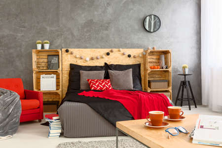 cosy: Coffee table in cosy spacious bedroom for two