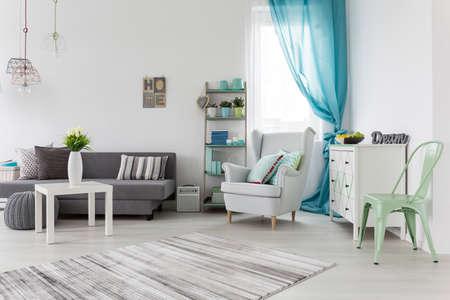 colores pastel: Menta diseño de la sala brillante para la mujer joven de moda