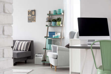Trendy monolocale multifunzionale con scrivania