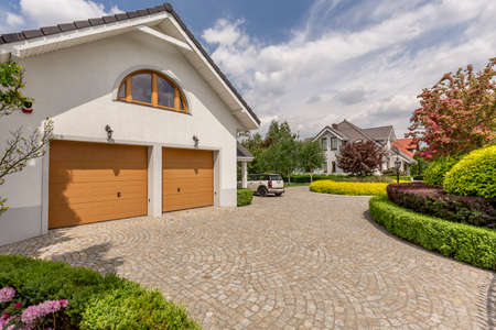 Front view of beautiful double garage house idea Foto de archivo