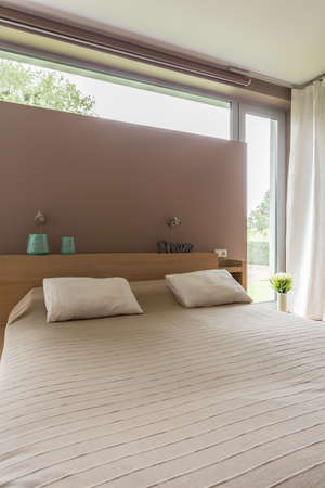 king size: Modern bedroom in beige with comfortable king size bed