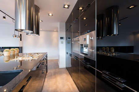 narrow: Narrow but comfortable kitchen space in modern style