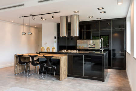 lacquered: Spacious black lacquered kitchen in modern style design