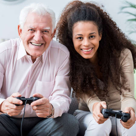 Foto van het moderne hogere spelen op videospelletjeconsole