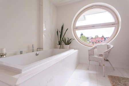 round window: Big round window in bright tiled bathroom design