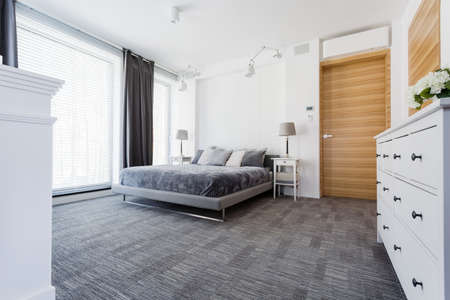 commode: Spacious light bedroom with double bed, white commode, big windows and wooden doors