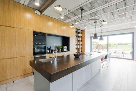 #64811119   Moderne Küche Mit Insel Im Modernen Stil