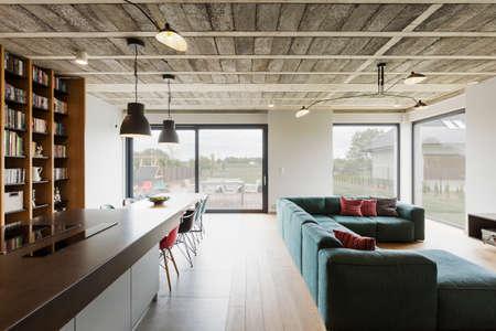 Vue horizontale d'intérieur moderne de la maison de luxe Banque d'images - 64682050