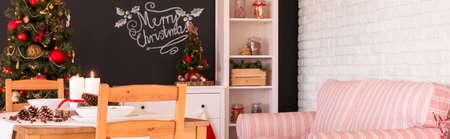 christmassy: Classical Christmassy trimmings in cozy house decor