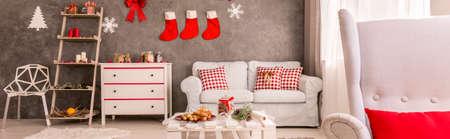 Decori e motivi festivi nel design delle camere luminose