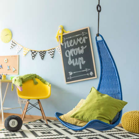 Shot of a colorful children's room with a hanging chair Foto de archivo - 122034800