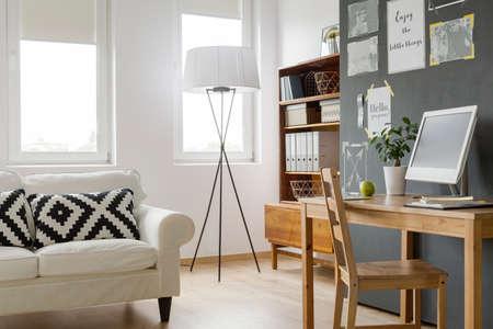 Very bright modern flat with designer floor lamp and renovated cabinet Zdjęcie Seryjne - 65955559