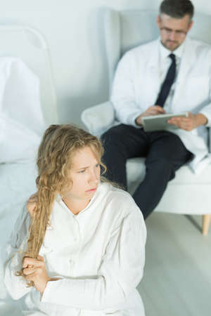suicidal: Teenager with a bipolar disorder and her psychiatrist Stock Photo