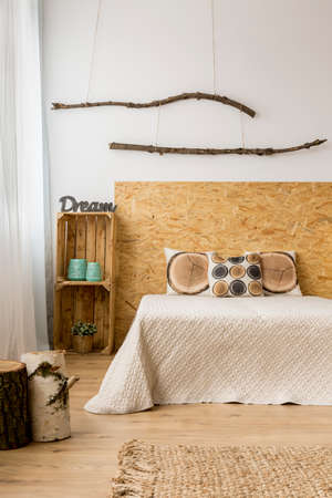 kingsize: Cozy bedroom with a king-size bed and autumn decor
