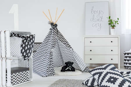 Kid bedroom with play tent, dresser and diy crate storage Stok Fotoğraf