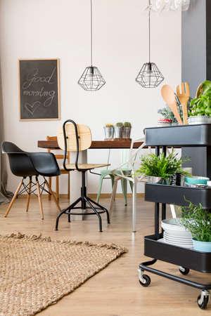 식탁 기능의 아파트 및 압연 부엌 유틸리티 카트