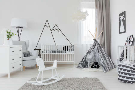 Child room with white furniture, carpet, tent and wall sticker Stockfoto
