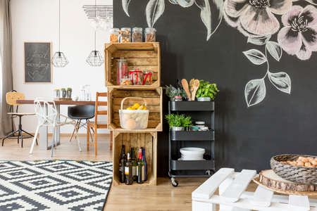 Flat with dining table, chairs and diy crate storage Imagens