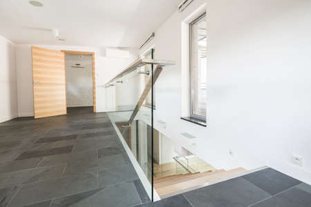 lightsome: Spacious minimalist corridor on the first floor with a stone gray floor