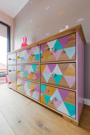 colores pastel: Diseñado pecho de cajones en colores pastel