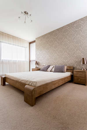 kingsize: Modern brown bedroom with wooden king-size bed and nightstands