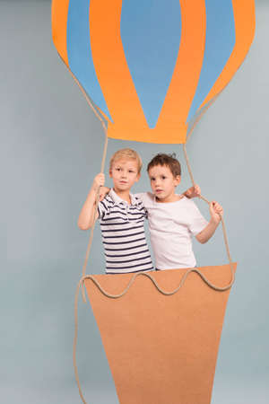 visualise: Brothers during fascinatingvoyage in balloon