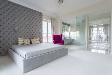 luxus: Luxurious bedroom interior full of space