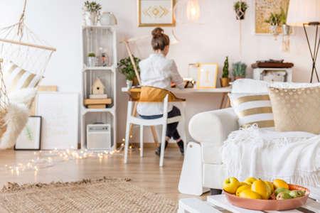 Modern en gezellig appartement met werkende freelancer