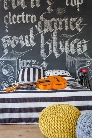 cosy: Cosy musical teenager bedroom in black and white colors